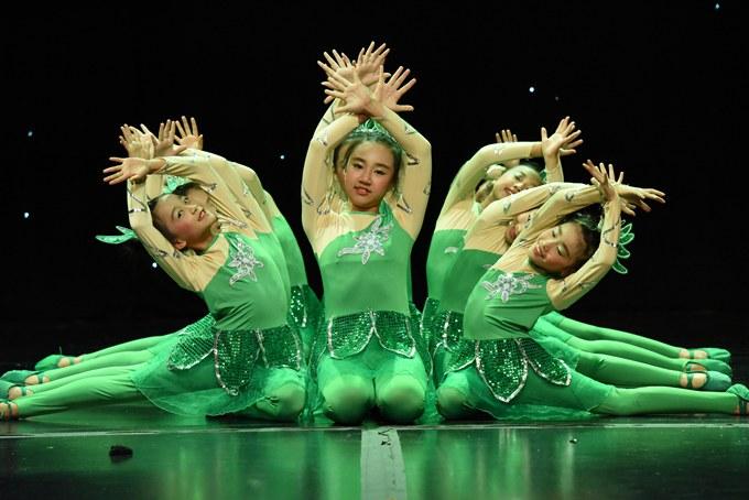 城南教育集團舞蹈《生命》在新加坡喜獲金獎